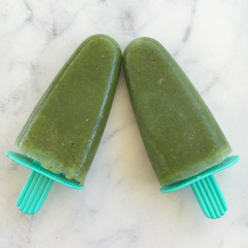 Healthy home made green smoothie ice lolly popsicle